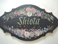 注文(オーダー)依頼前に見る作品~玄関先を飾る名前入りウエルカムボード(表札)~薔薇の花で囲む