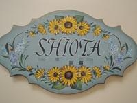 注文(オーダー)依頼前に見る作品~玄関先を飾る名前入りウエルカムボード(表札)~草花で囲む
